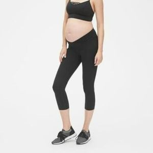 Gap Maternity Blackout Under-Belly Capris Leggings